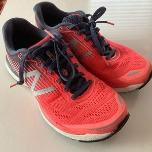 New Balance V8 size 8 running sneakers